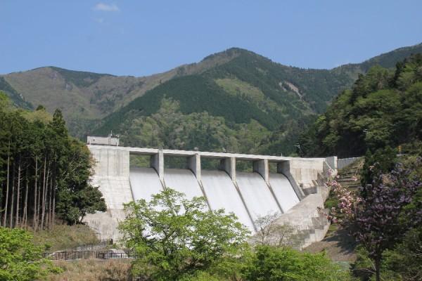 野洲川ダム~下流より堤体を望む~