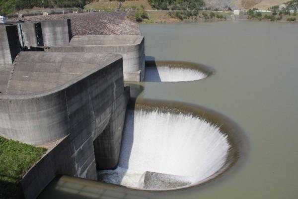 青土ダム~洪水吐を望む~
