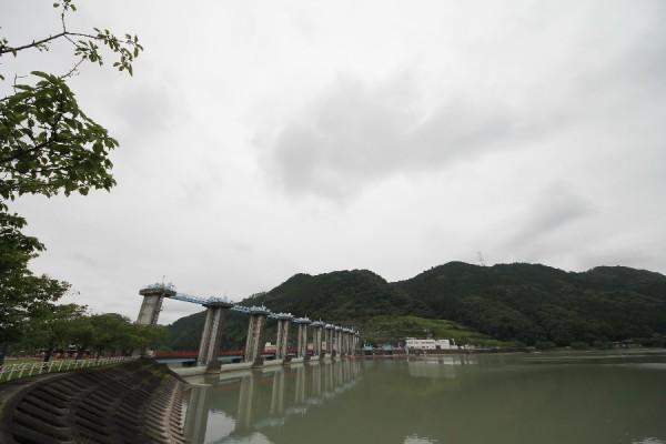 船明ダム(左岸ダム湖側より)