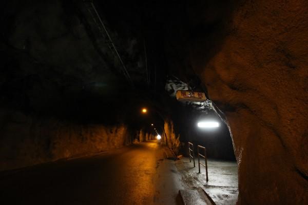 佐久間ダムの展望台に通じるトンネルその1