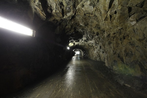 佐久間ダムの展望台に通じるトンネルその2