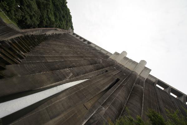 小里川ダムで放流!