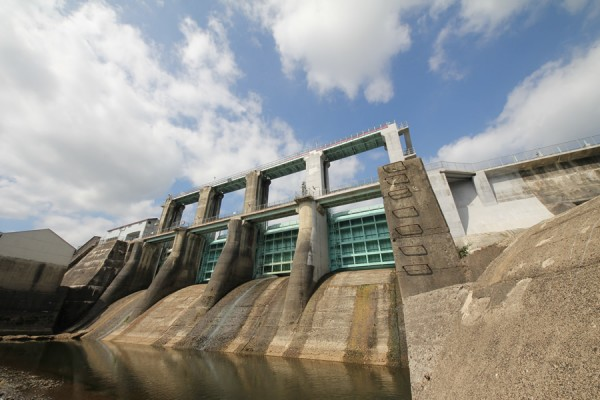 石羽根ダム