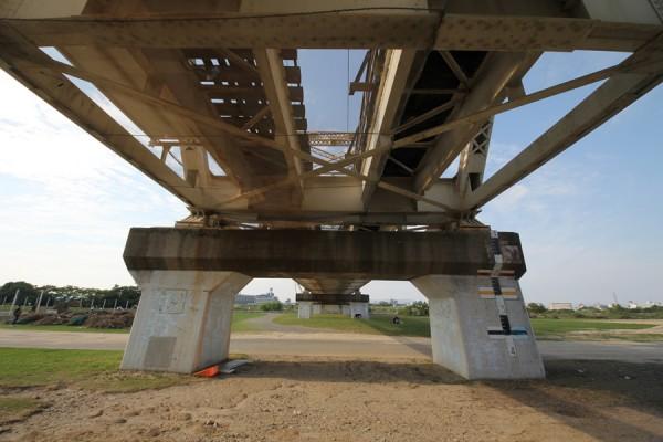 赤川鉄橋(下から)