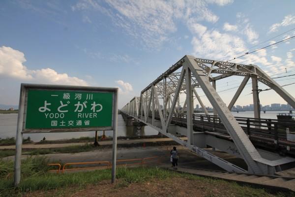 淀川右岸より赤川鉄橋を望む